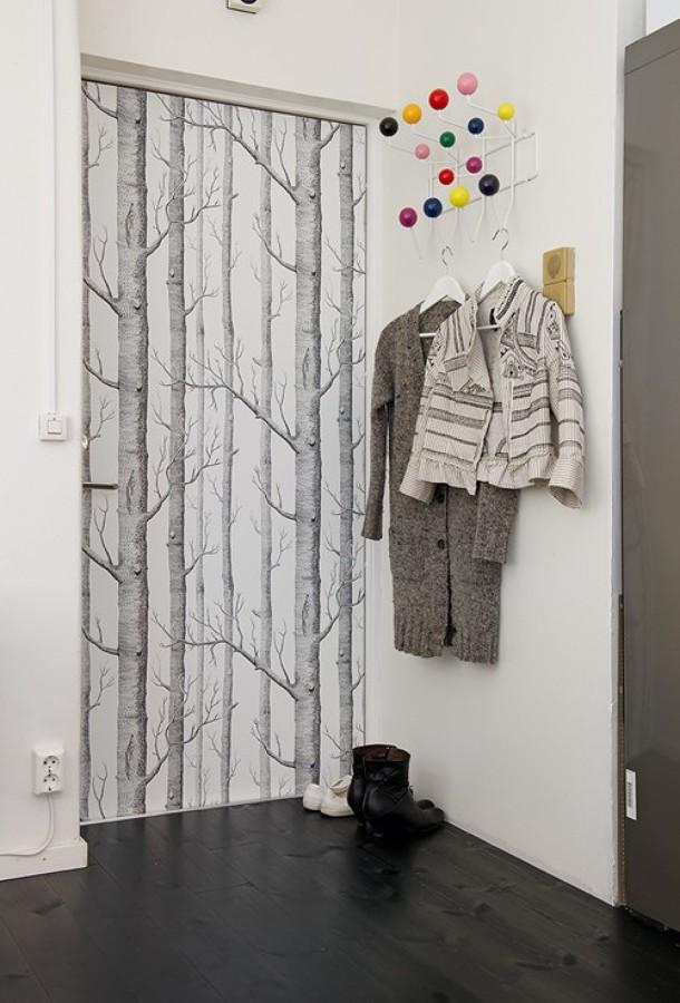 Dialas o malas puertas con papel pintado ideas for Papel pintado para puertas