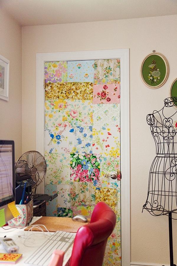 Dialas o malas puertas con papel pintado ideas - Forrar muebles con papel pintado ...
