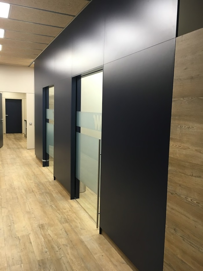 Puertas correderas integradas dentro de la pared