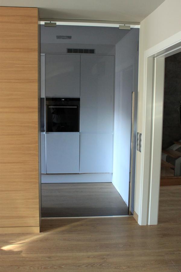 Puertas cristal en casa adosada proyectos reformas cocinas - Puertas corredera cristal ...