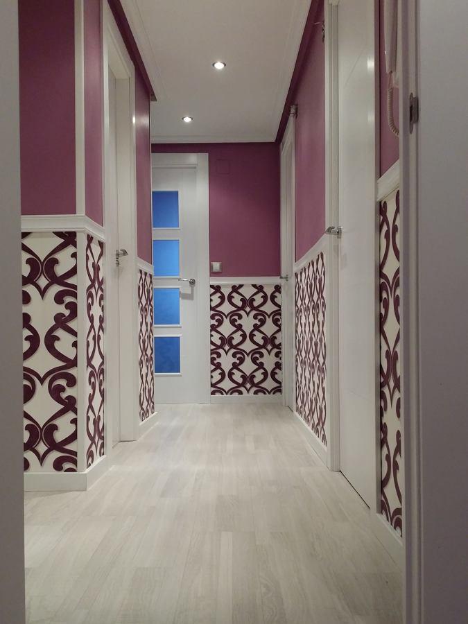 Foto puertas lacadas alisado de pasillo y empapelado instalacion de tarima de carpinter a - Paredes lacadas ...