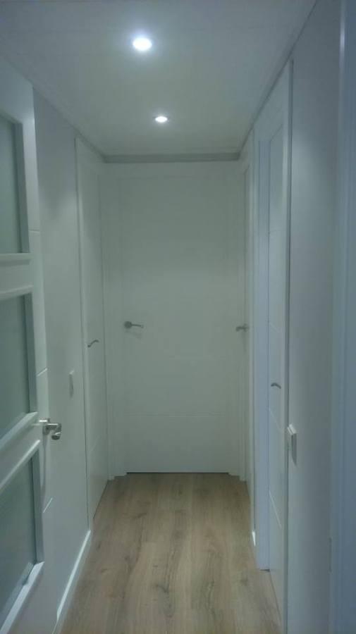 Puertas lacadas parquet finfloor ideas carpinteros for Puertas blancas dobles