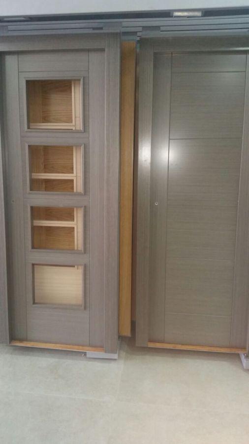 Puertas moderna lacada en blanco con rallas horizontal for Puertas roble modernas