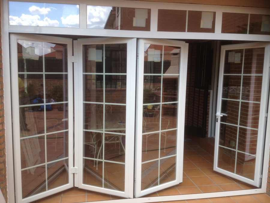 Puertas pegables proyectos carpinter a aluminio - Puertas para terrazas aluminio ...