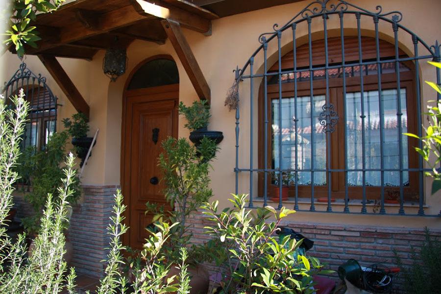 Puertas y ventanas de PVC imitación madera.