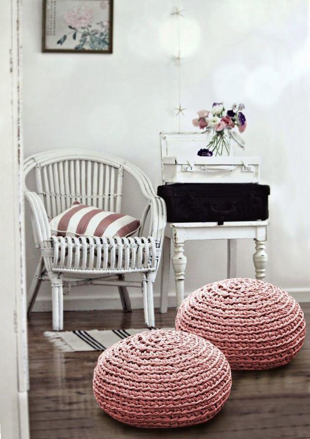 Sentarse es un placer taburetes pufs sillas y - Puffs de trapillo ...