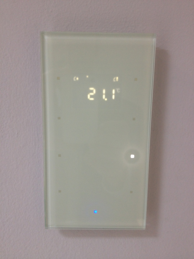Pulsador con termostato Touch Sensor de Berker