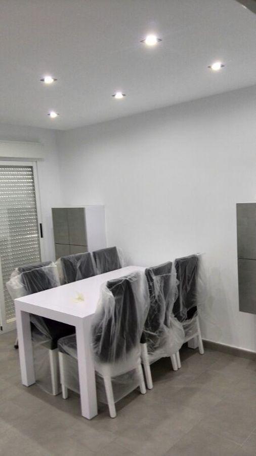 Foto quitado de gotele y pintado de piso moderno de for Pisos pintados modernos