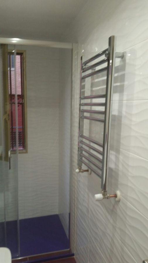 Foto radiador toallero instalado de innova ducha 866706 for Toallero para ducha