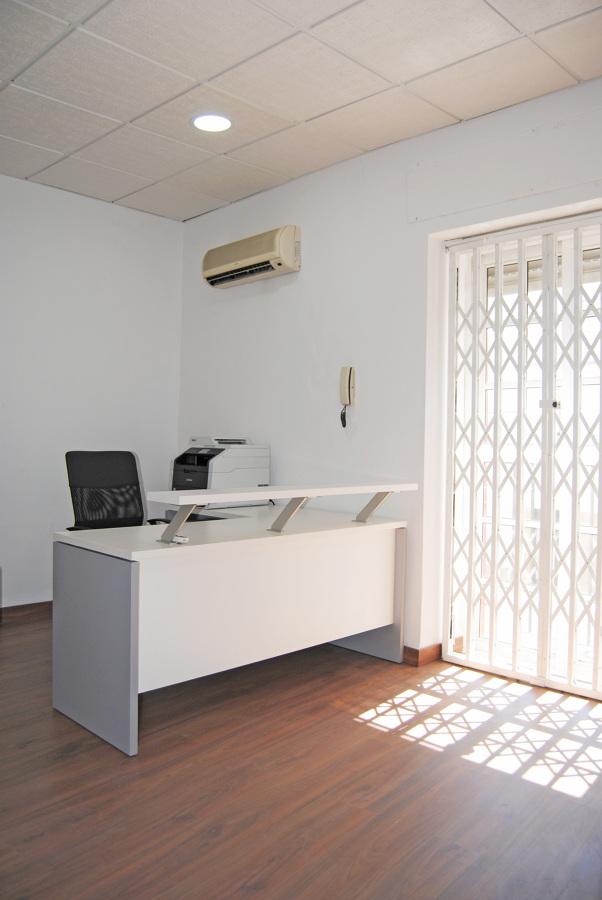 Suelo laminado y mobiliario de oficina ideas reformas for Muebles de oficina jerez