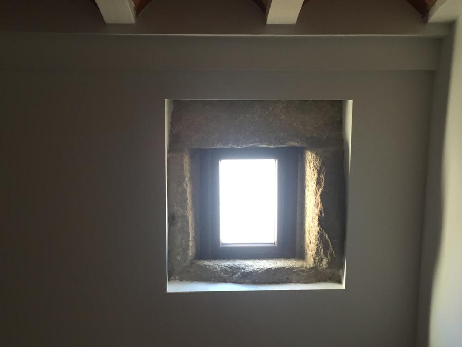 Recercado original de hueco ventana fachada