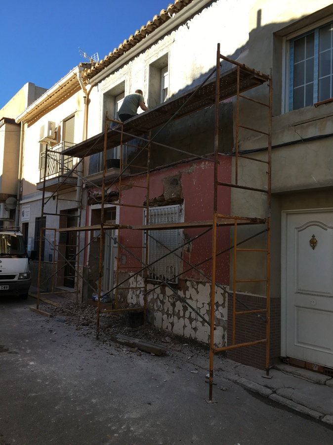 Recercados diferente color a fachada