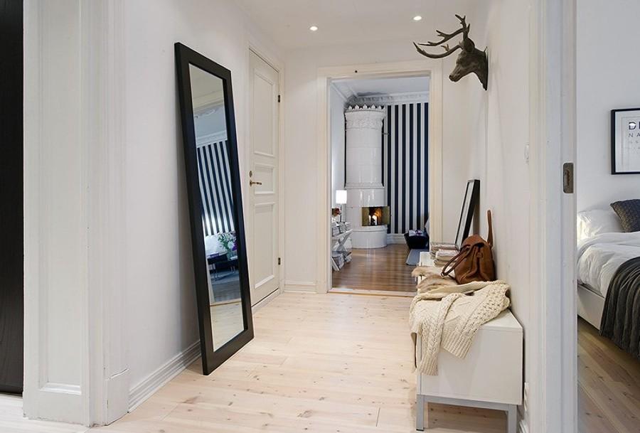 Foto recibidor en blanco con espejo de elenatorrente d az for Espejo recibidor blanco