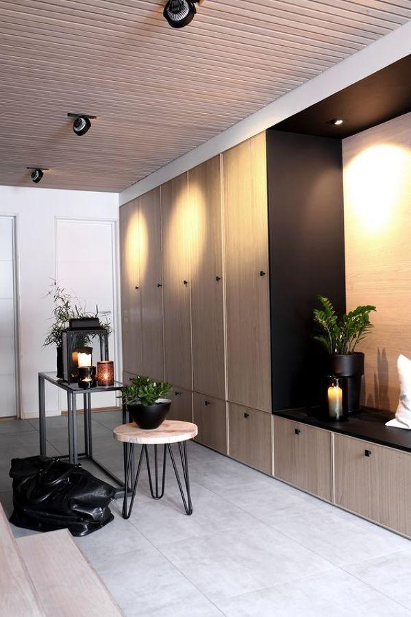 Recibidor moderno reformado con armarios
