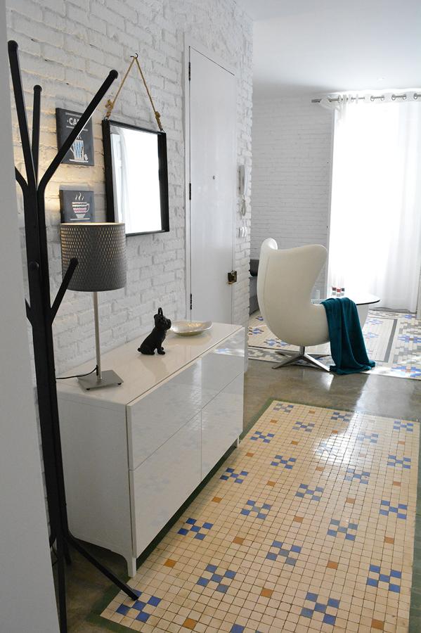 Recibidor suelo azulejos