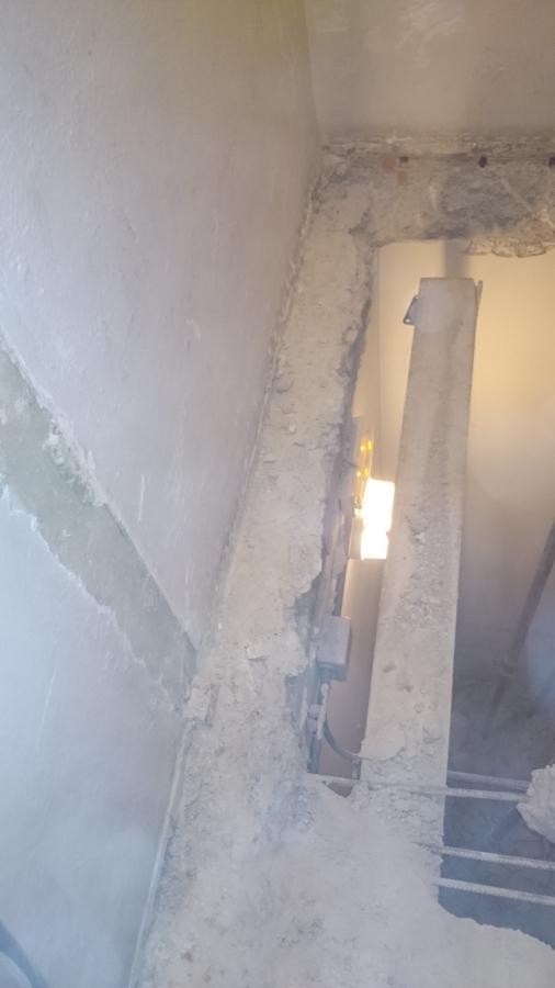 Recorte de forjados de rellanos en tres plantas