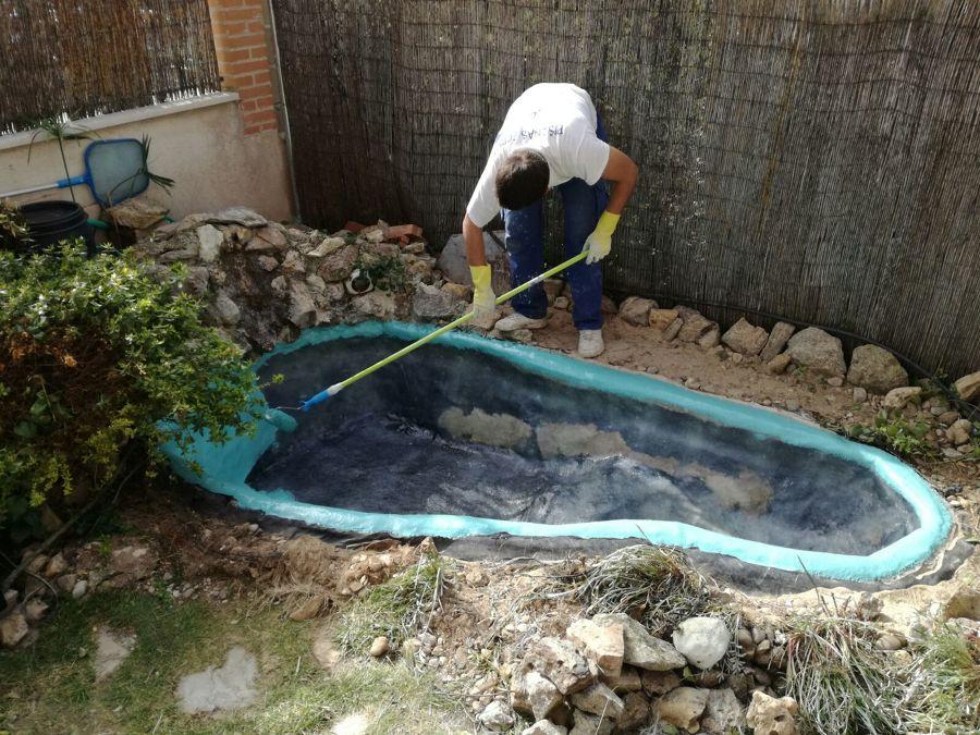Trabajos en poliester para la p rdida de agua en estanques for Precio estanque
