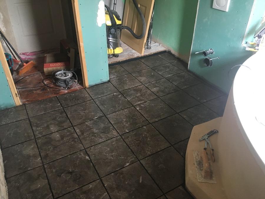 Reforma baño embaldosado suelo