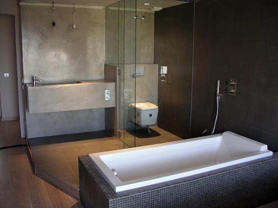 Reformas Baños Huelva:El gran espacio disponible en este baño permite colocar la bañera