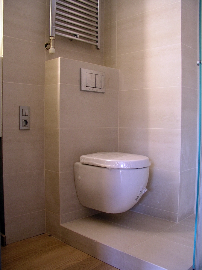 Reforma Baño Rustico:Reforma baño en Barcelona: inodoro suspendido