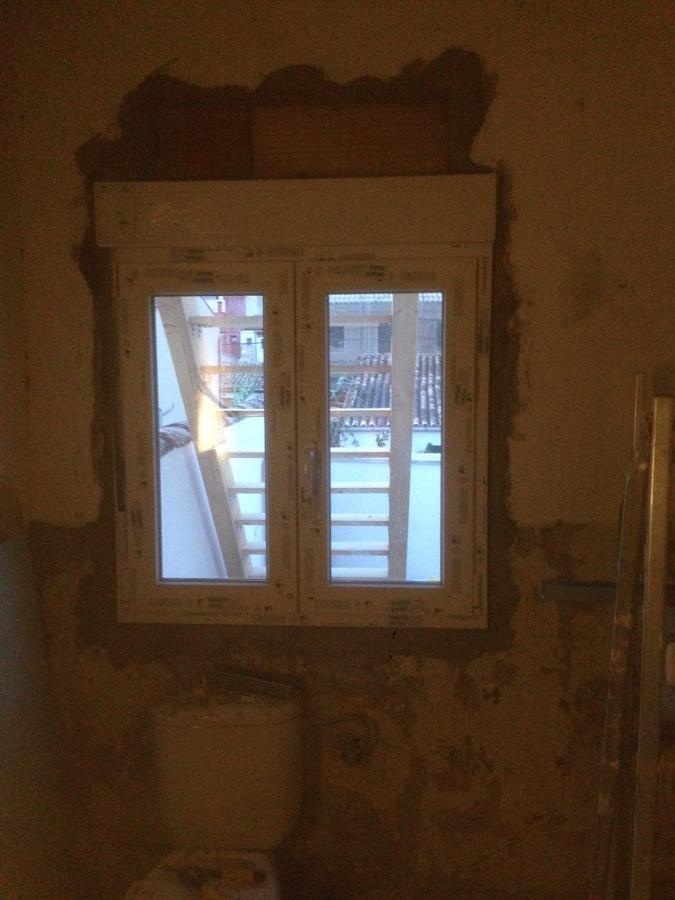 Reforma baño ventana climatizada PVC