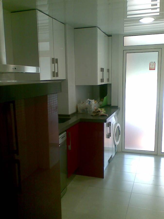 Reforma Cocina 1 - Muebles adaptados a la forma de la cocina.