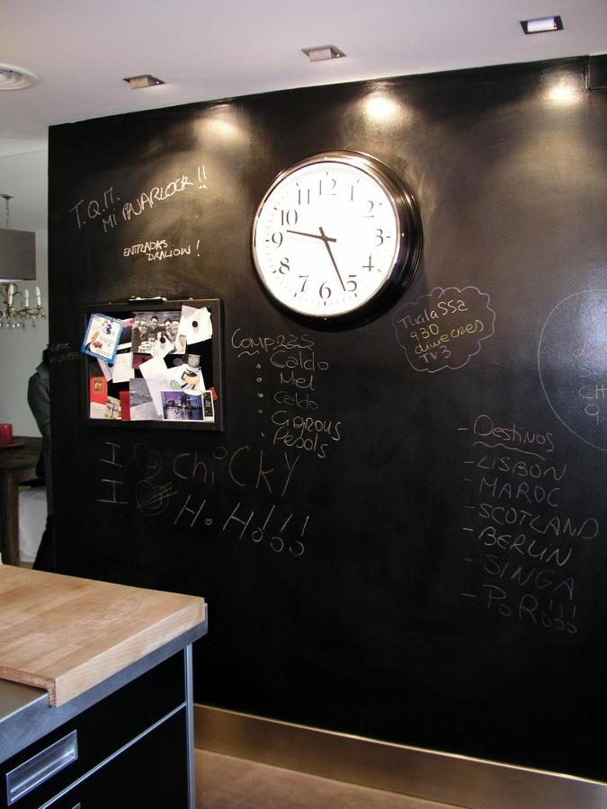 Foto reforma cocina en barcelona pared de pizarra de - Pizarra de cocina ...