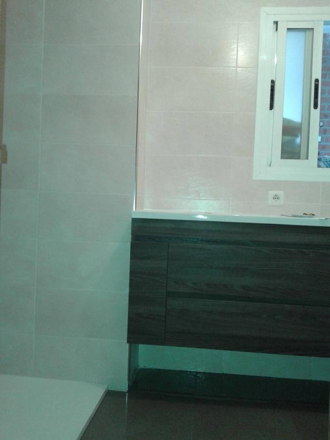 Cuarto de bao con plato de ducha fabulous tendencia for Poner plato ducha