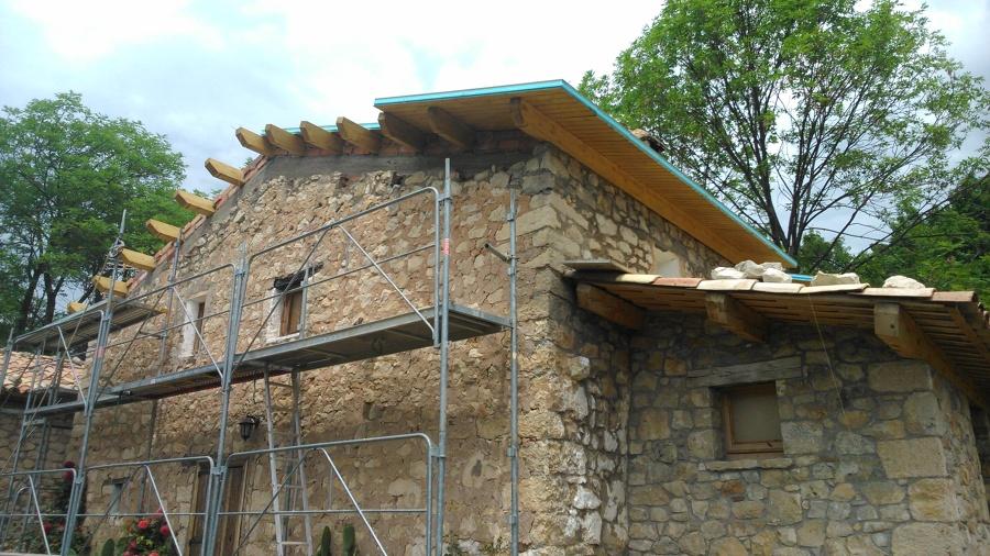 reforma d'una coberta de fusta en una masia