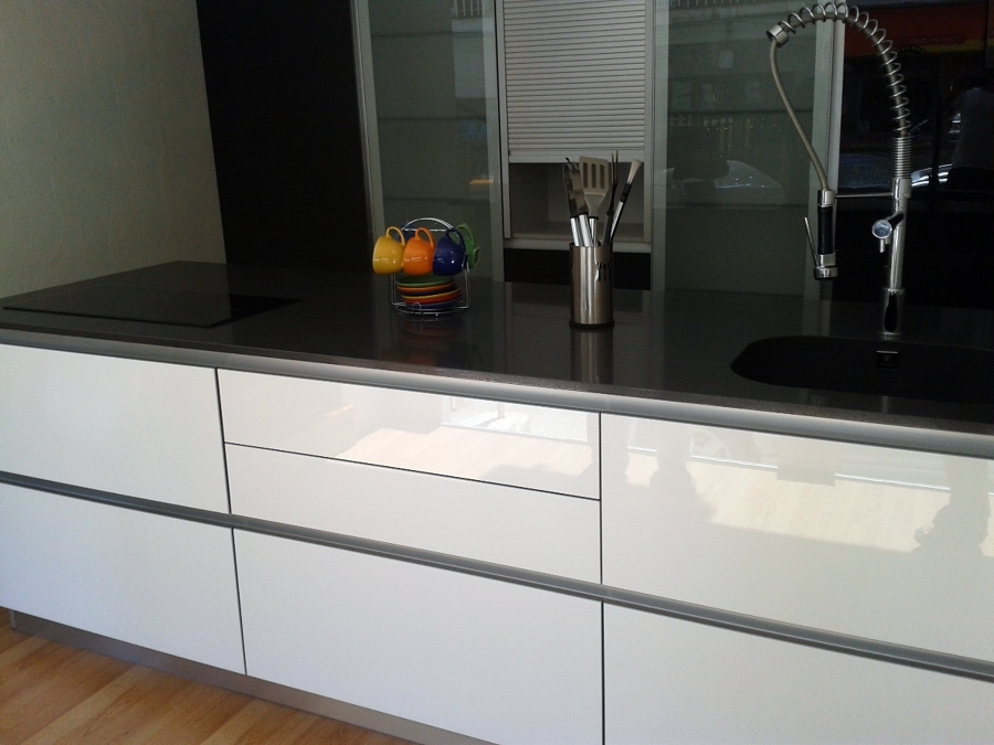 Foto reforma de cocina instalacion de una isla de - Instalacion de cocinas integrales ...