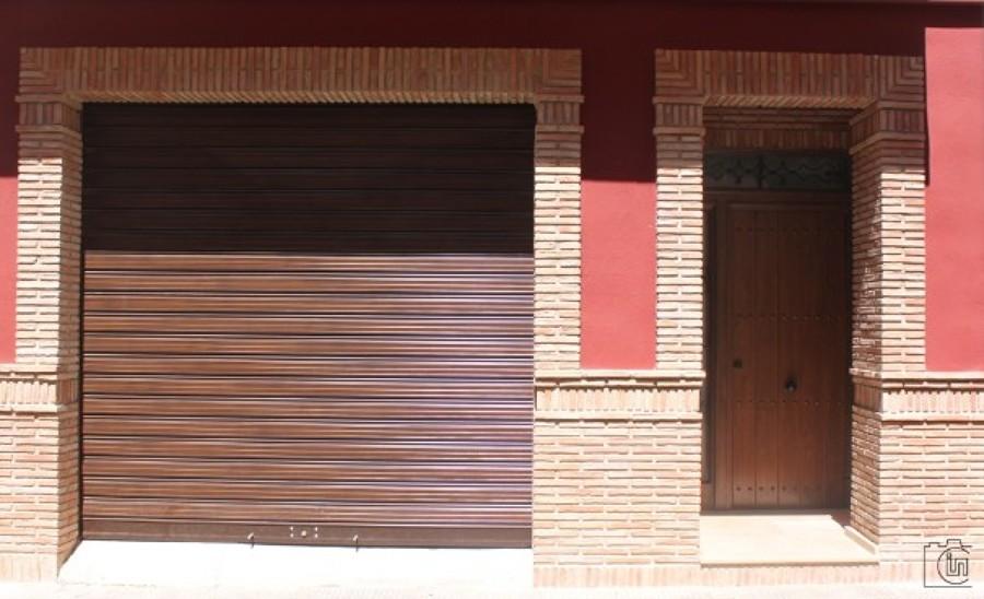Reforma de fachada rústica entre medianeras