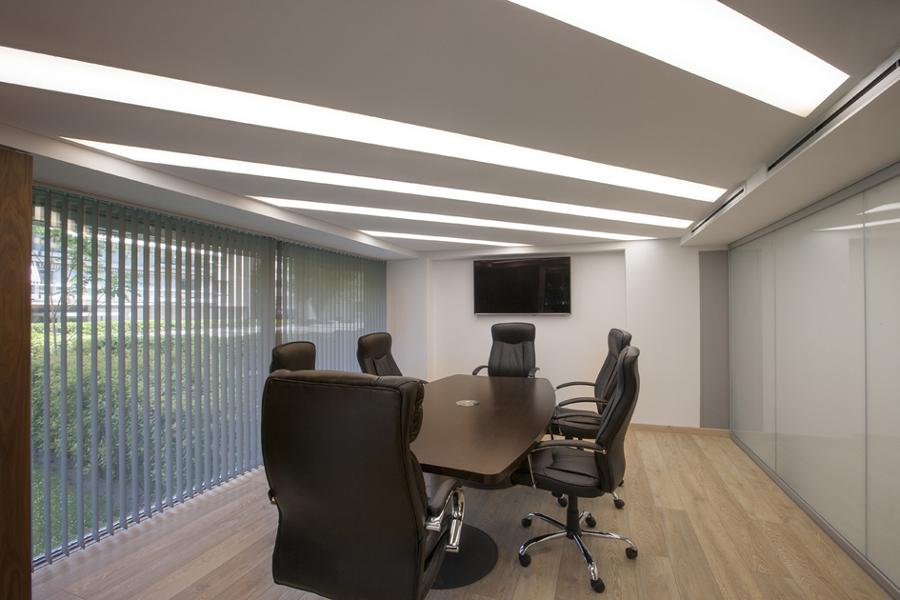 Foto reforma de oficinas telas tensadas iluminaci n for Reformas de oficinas