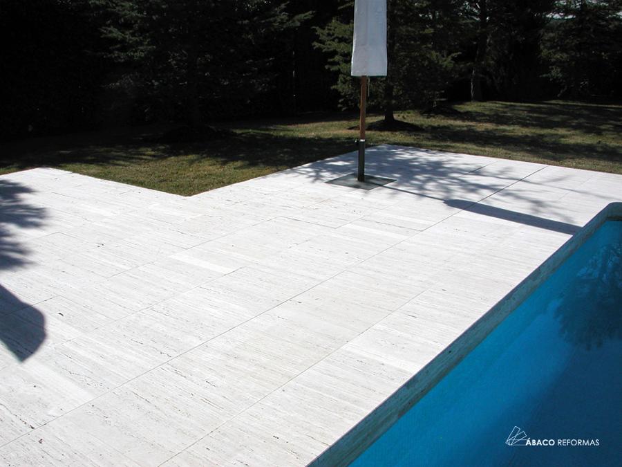 Reforma de solado en per metro de piscina ideas reformas for Suelos para alrededor de piscinas
