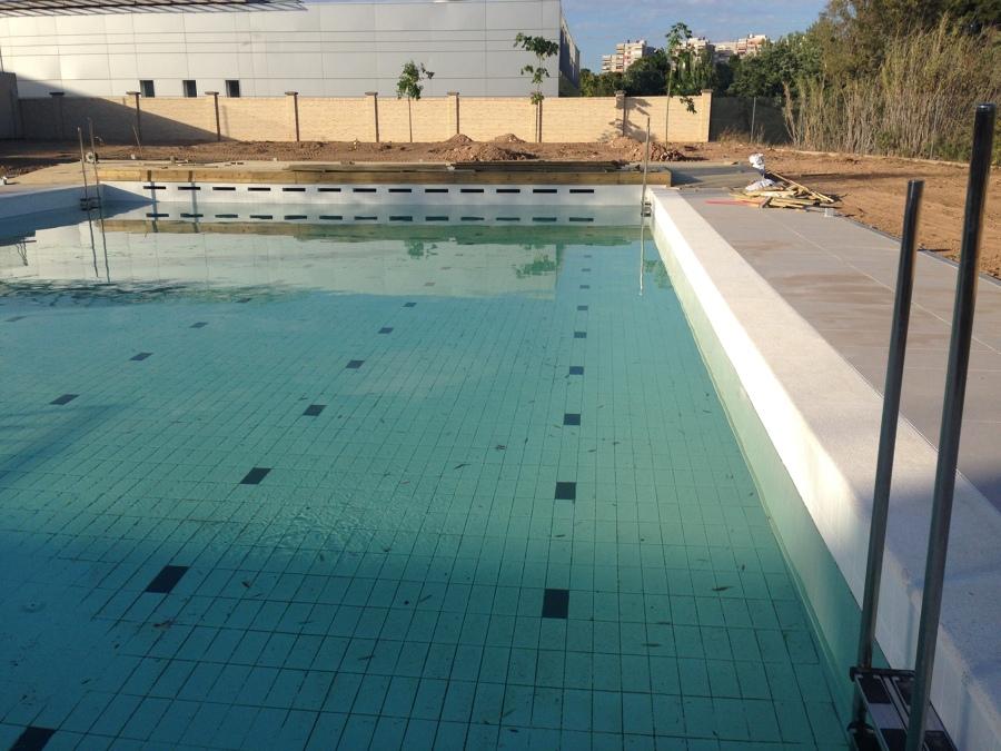 Foto reforma de piscina en centro deportivo de inardec for Piscina granada centro