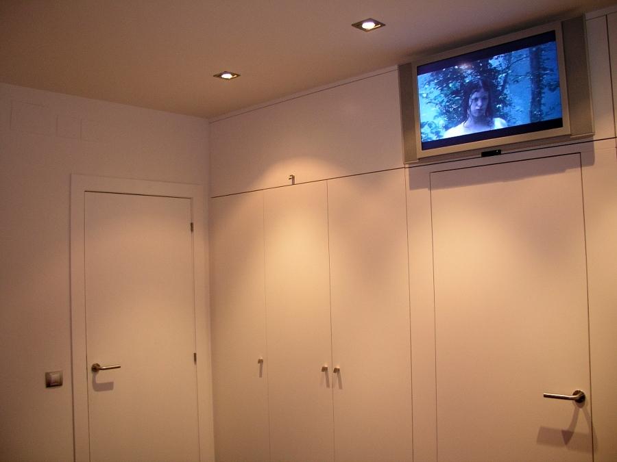 Reforma dormitorio en Barcelona: armarios lacados