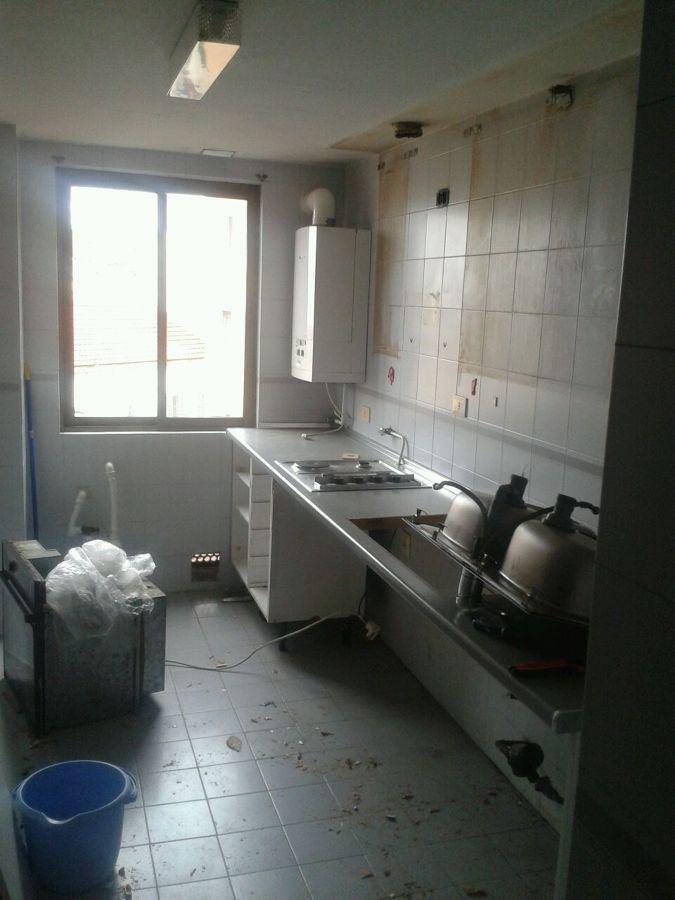 Reforma en vivienda en ba o y cocina en barrio de ventas for Reforma de banos y cocina