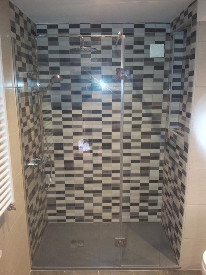 Colocación de plato de ducha y alicatado.jpg