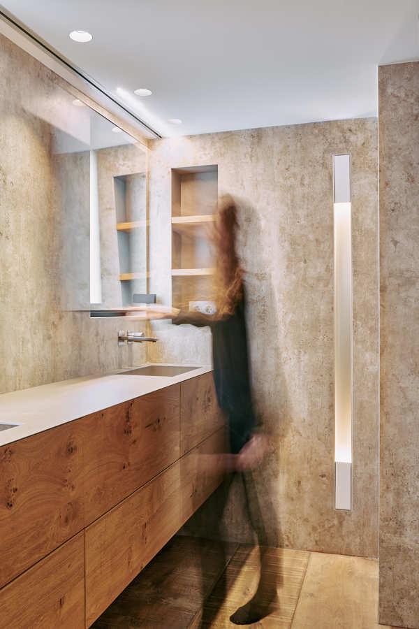 Reforma integral baño con espejos móviles