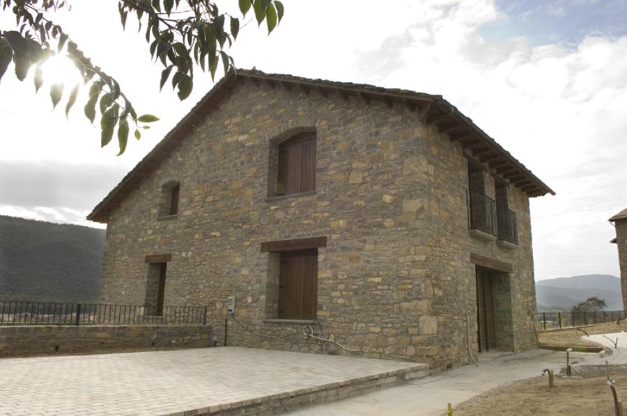 Reforma y rehabilitacion casa rural en ainsa ideas reformas viviendas - Rehabilitacion casa rural ...