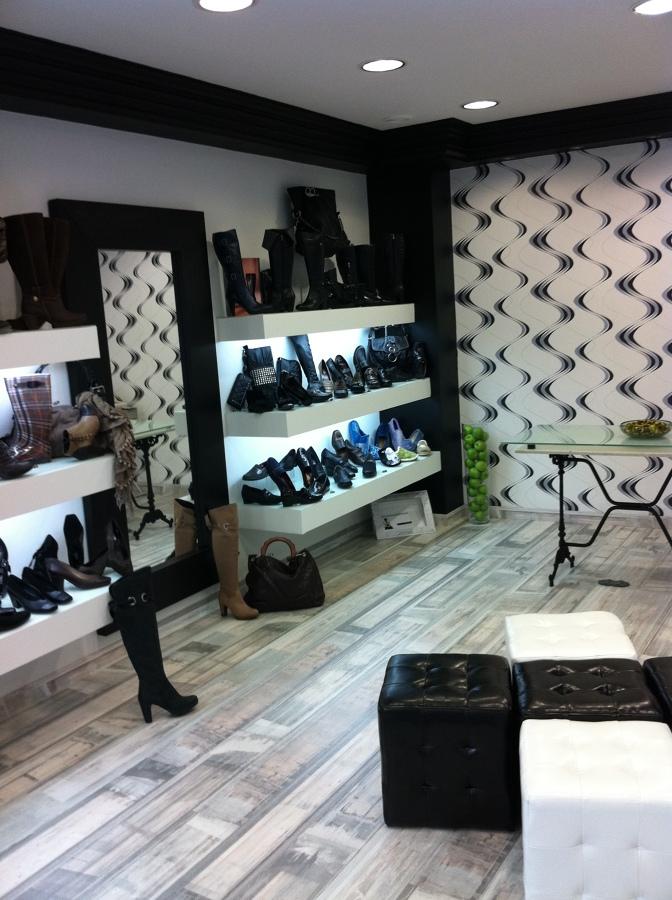 Reforma integral de tienda complementos y calzados