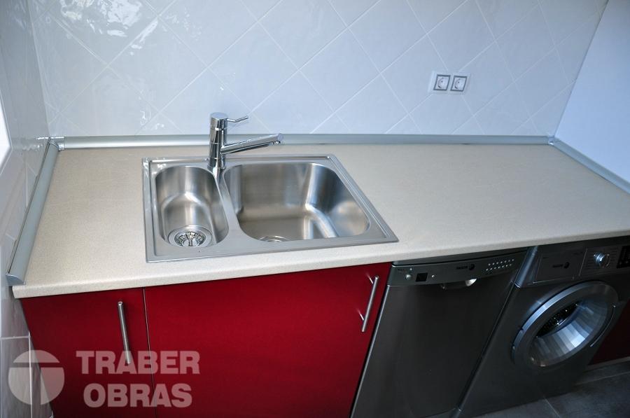 Reforma integral de vivienda por Traber Obras - mobiliario de cocina.
