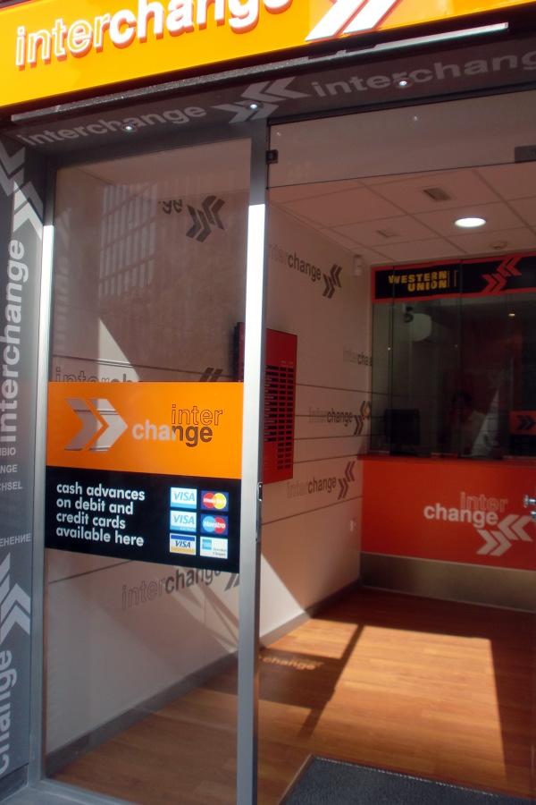 Reforma Integral e Interiorismo INTERCHANGE Casa de Cambio - Plaza Callao