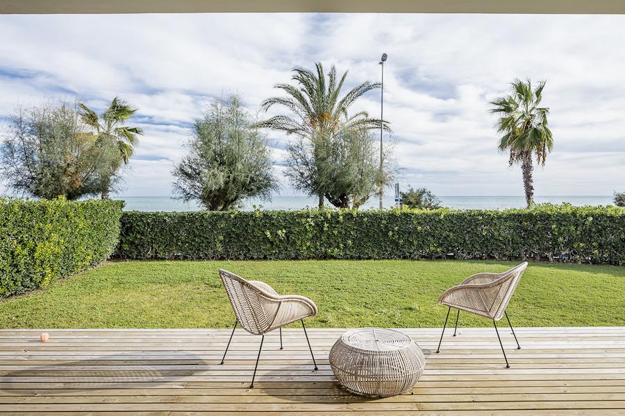 terraza con parquet claro