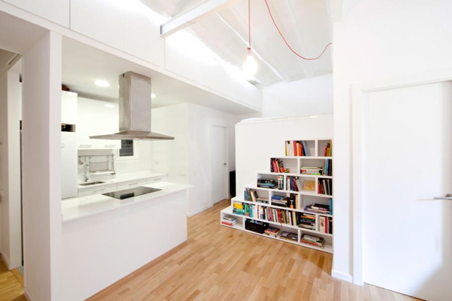 Reforma interior de un apartamento en raval ideas for Como amueblar un loft de 35 metros