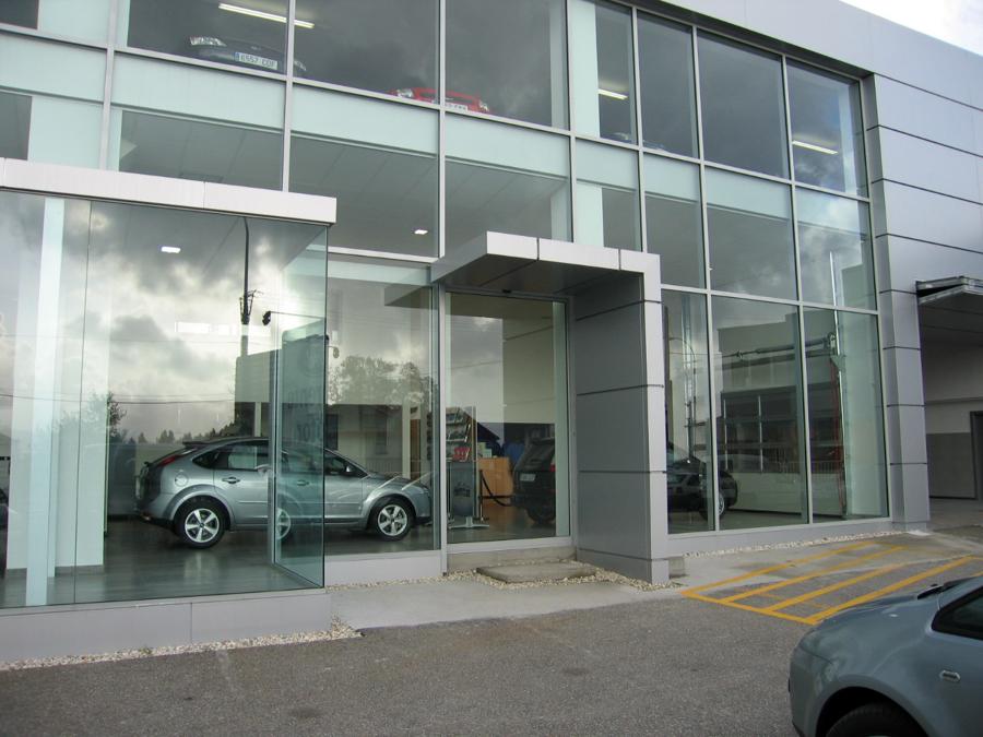 Reforma para concesionario de vehículos_02