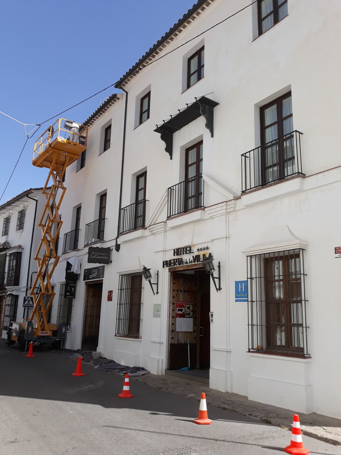 Reforma puerta de la villa de grazalema