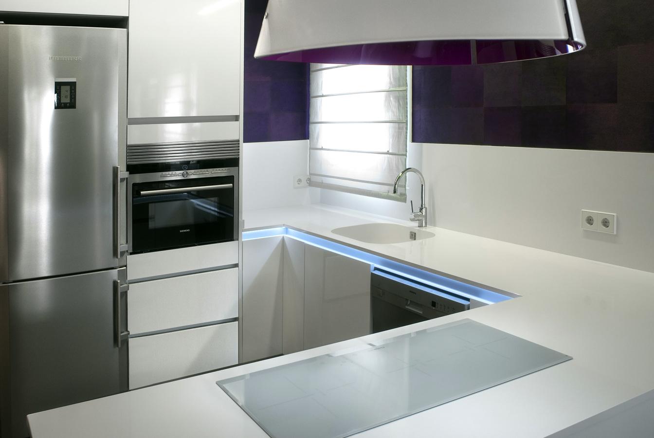 Foto rehabilitaci n de cocinas en fincas antiguas de for Plateros de cocina modernos