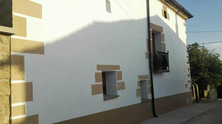 Rehabilitación de la fachada efecto piedra.