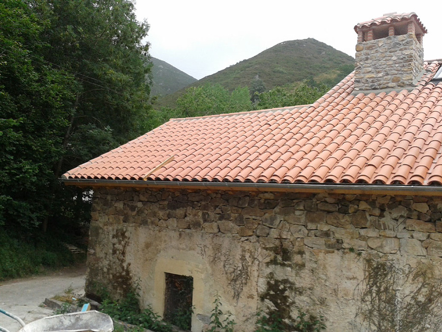 Rehabilitaci n de tejado sobre casa de piedra ideas - Tipos de tejados para casas ...