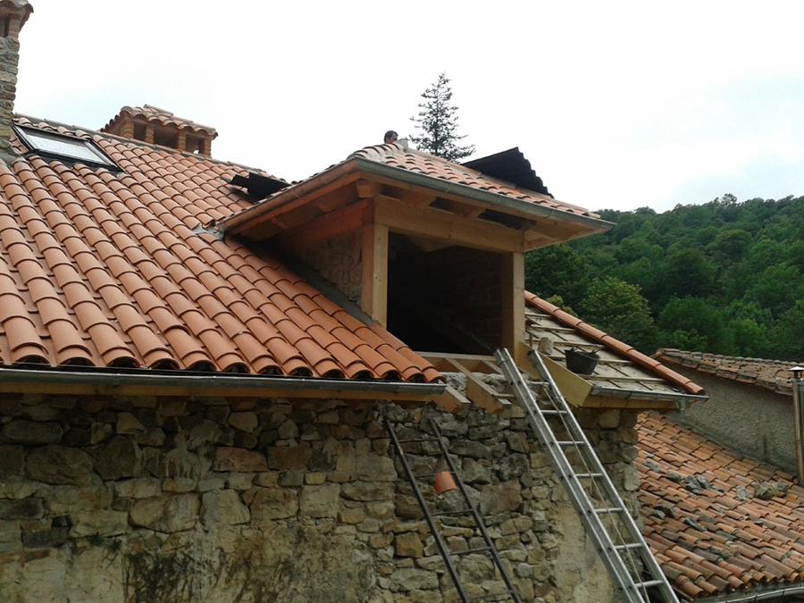 Rehabilitaci n de tejado sobre casa de piedra ideas for Tejados de madera casas